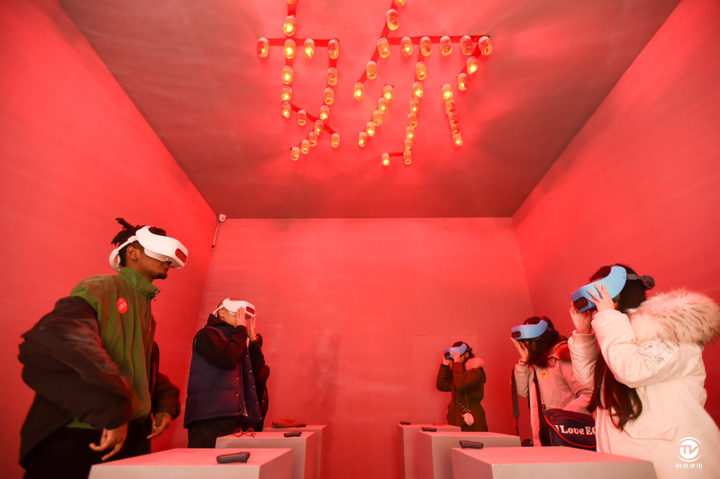 "VIVE FOCUS亮相陈冠希""音术""艺术展 高端VR一体机提升观展体验 (1).jpg"