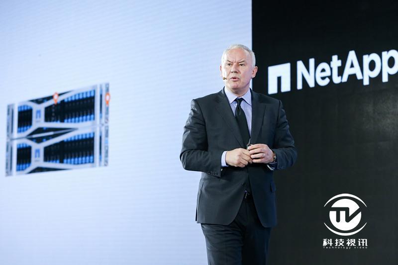 新闻图片-NetApp云基础架构事业部副总裁Tim Pitcher正式发布NetApp HCI[1][1]_副本.jpg