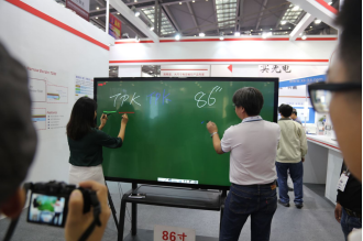 11.28 TPK江耀誠博士:納米銀線才是觸控產業未來發展的主流趨勢_1486.png