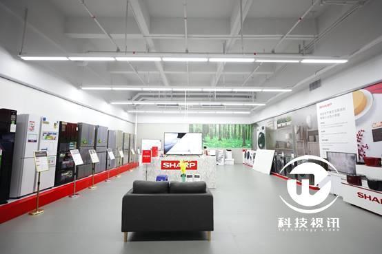图片包含 室内, 天花板, 地板, 火车  描述已自动生成