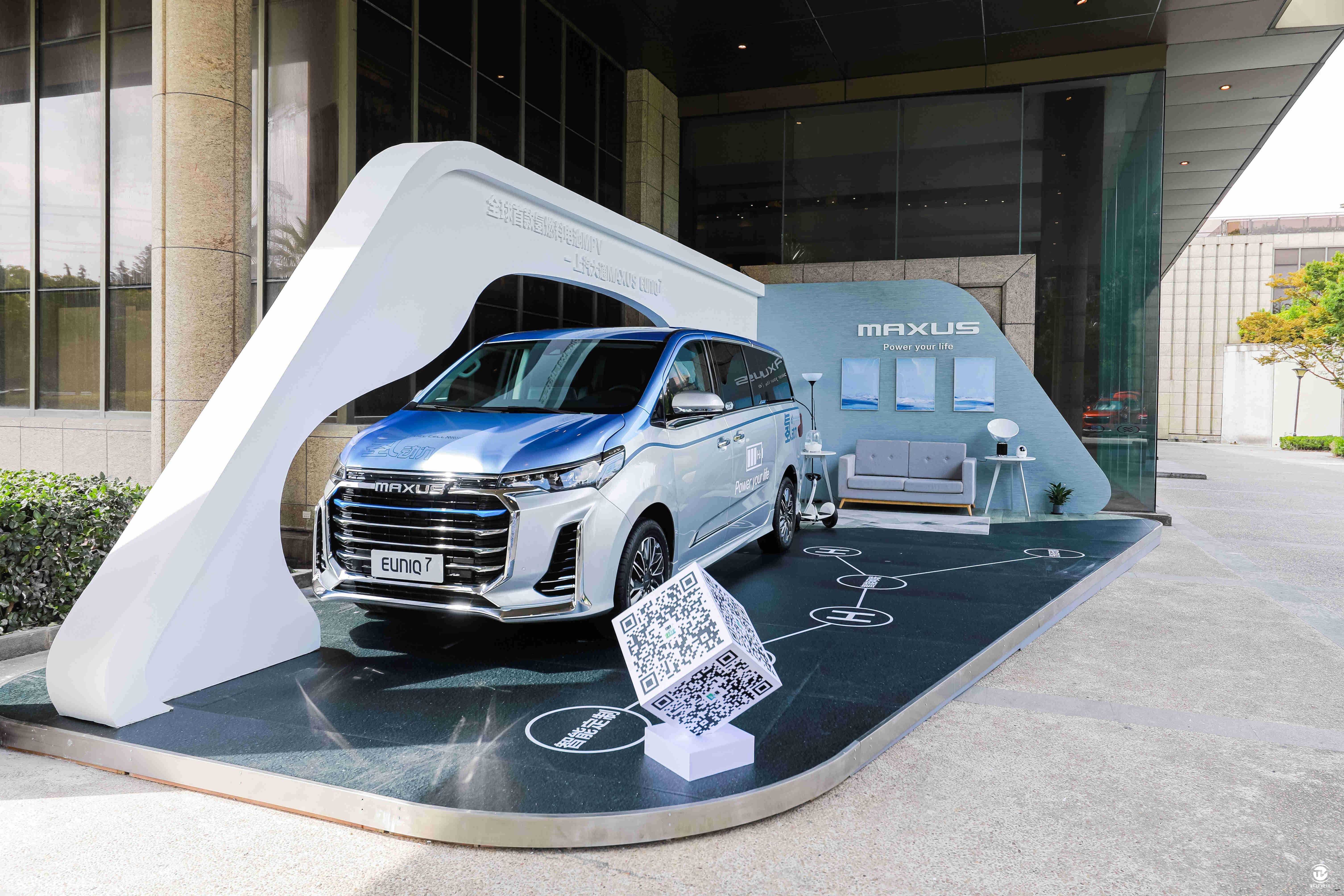 新闻稿配图2:全球首款燃料电池MPV,上汽大通EUNIQ7.jpg